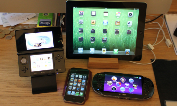 Nintendo 3DS, iPhone 4S, iPad 3, PS Vita (zdjęcie: Matt Gemmel)